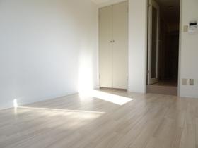 https://image.rentersnet.jp/a4d0ef4d-a440-4ada-8944-7abcc17cfd13_property_picture_2418_large.jpg_cap_居室