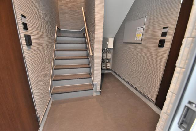 ハーモニーテラス新今里Ⅱ 玄関まで伸びる廊下がきれいに片づけられています。