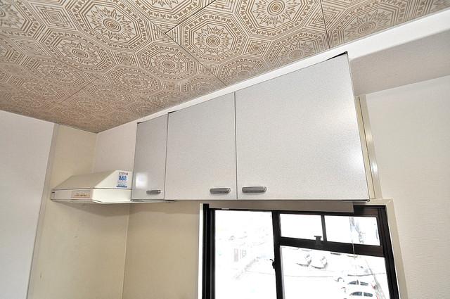 グランドメゾン樋口 キッチン棚も付いていて食器収納も困りませんね。