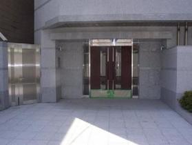 新橋駅 徒歩2分エントランス