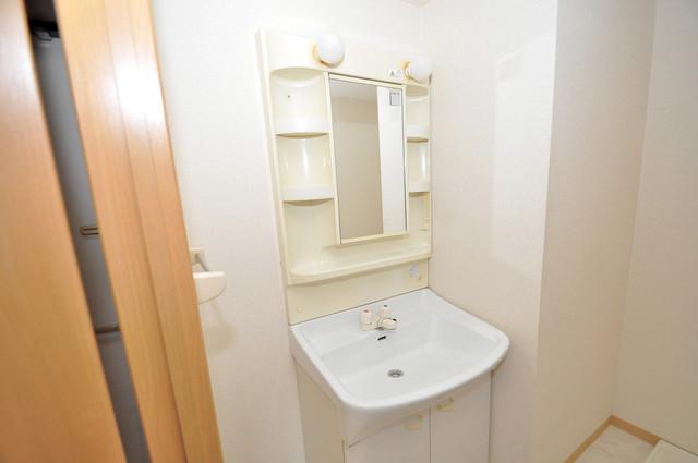 リバーサイド金岡六番館 独立した洗面所には洗濯機置場もあり、脱衣場も広めです。