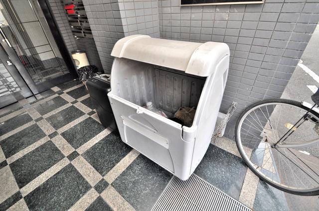 シティハイツ布施 敷地内に有り、時間を気にせず出せるごみ置き場。