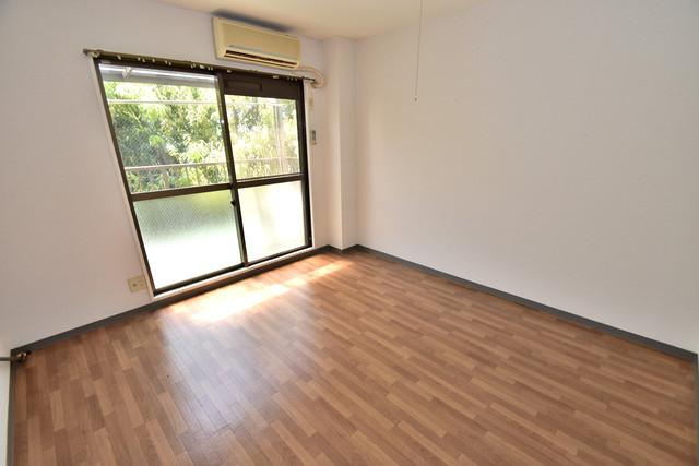 シャトーユキ 朝には心地よい光が差し込む、このお部屋でお休みください。