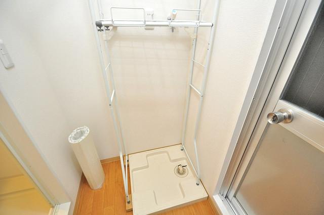 メゾン松村 洗濯機置場が室内にあると本当に助かりますよね。