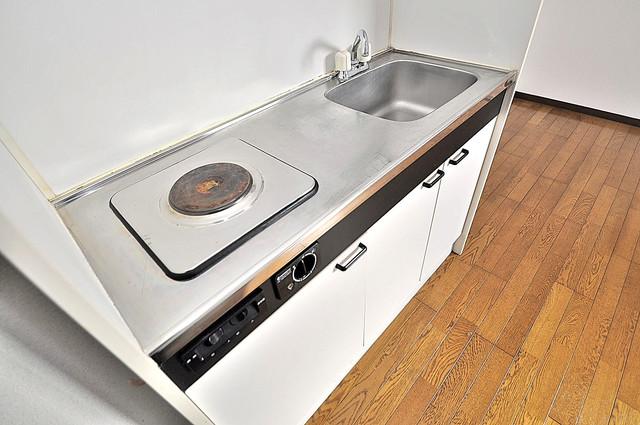 カーサAY 落ち着いた色合いのキッチン。使い勝手も良いです。