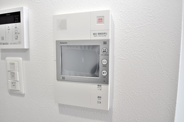 オリエンテム TVモニターホンは必須ですね。扉は誰か確認してから開けて下さいね