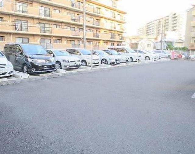 クイーンシティ稲城駐車場