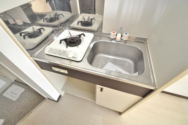 アパートメント生野Ⅲ ピカピカのキッチンはお料理の時間が楽しくなりますね。
