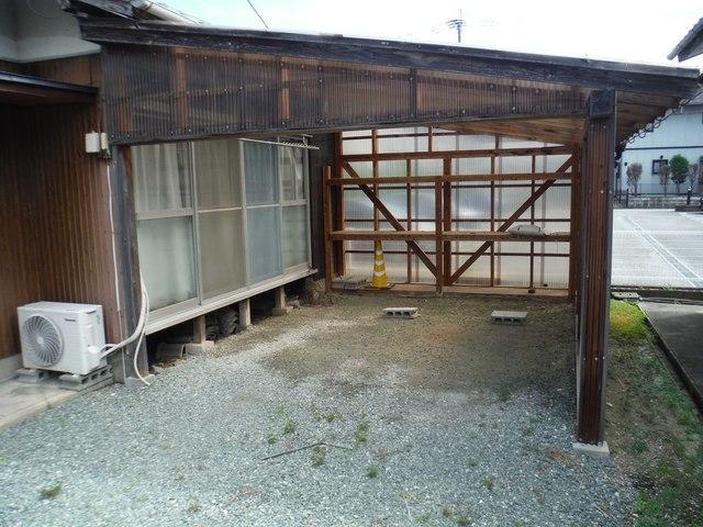 駐車場1台屋根付き
