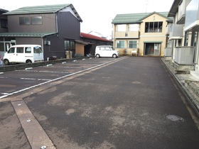 https://image.rentersnet.jp/a70f2683-178a-455b-bea7-b49f59a53351_property_picture_1993_large.jpg_cap_駐車場