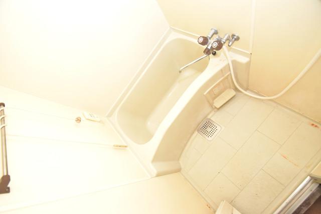 湊川マンション ちょうどいいサイズのお風呂です。お掃除も楽にできますよ。