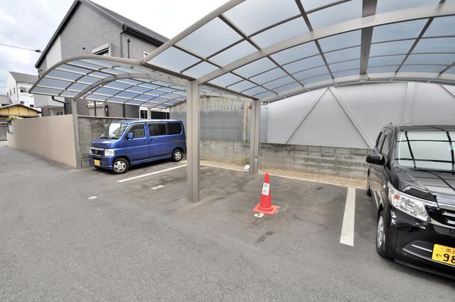 シャーメゾンアマヤハイツ 屋根付き駐車場は大切な愛車を雨風から守ってくれます。