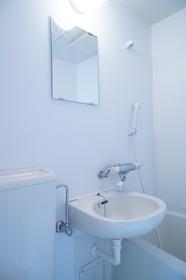 トイレ、お風呂と同室のタイプです。