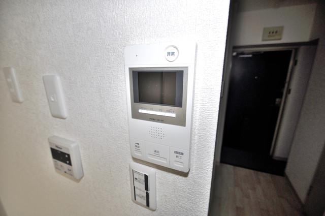 サンポートハイム大今里 TVモニターホンは必須ですね。扉は誰か確認してから開けて下さいね