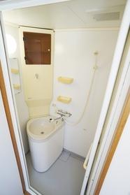 シャワールーム兼トイレ・洗面台