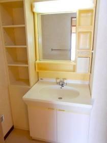 洗面化粧台と収納棚
