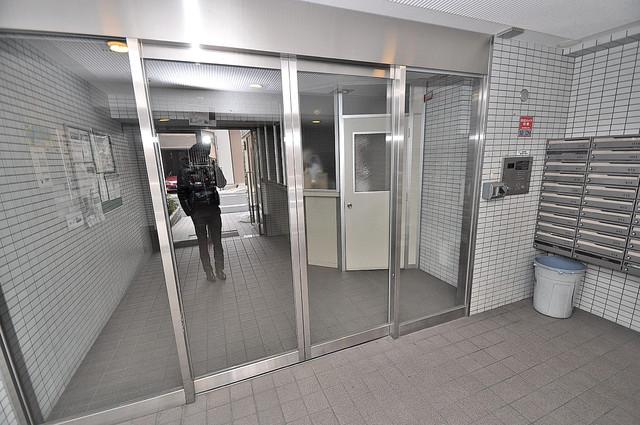 新深江池田マンション オシャレなエントランスは安心のオートロック完備です。