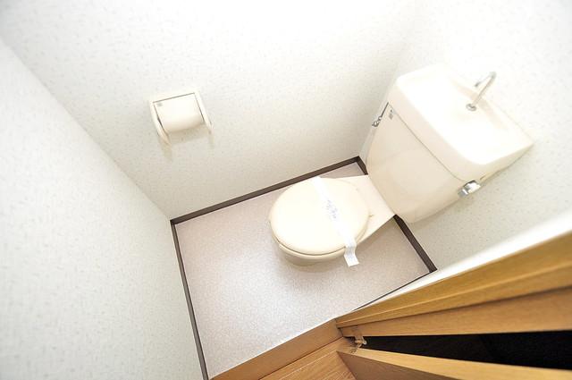 オーナーズマンション菱屋西 白くてピカピカのトイレですね。癒しの空間になりそう。