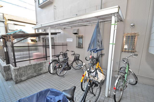 カサ・リヴィーラ 敷地内にある専用の駐輪場。雨の日にはうれしい屋根つきです。