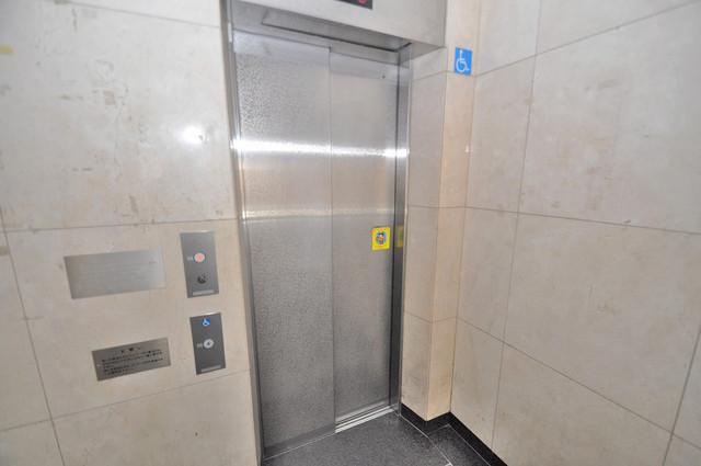 ポルト巽 嬉しい事にエレベーターがあります。重い荷物を持っていても安心