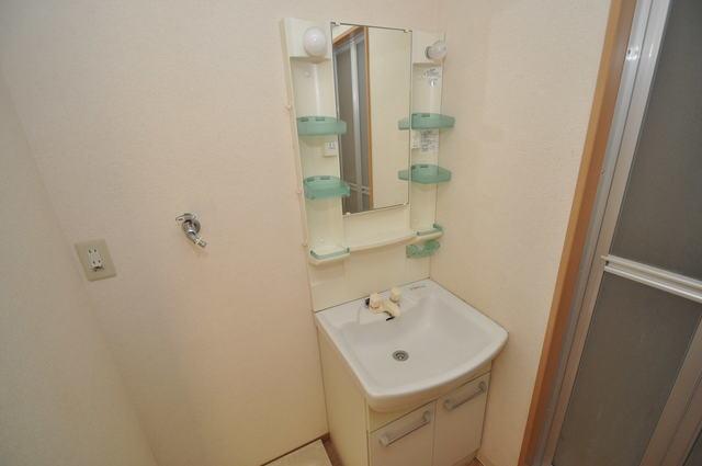 サニーハイム上小阪 忙しい朝にあなたを手助けしてくれる素敵な洗面台。