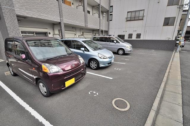 GRACE COURTⅡ 敷地内にある駐車場。愛車が目の届く所に置けると安心ですよね。