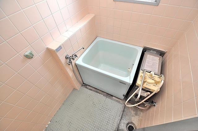 小阪ビル コンパクトだけどシンプルライフに十分のお風呂。