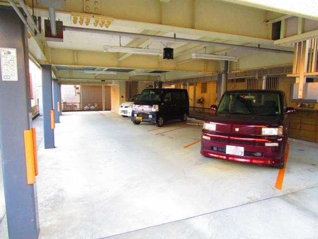 ウエストリバー・I駐車場