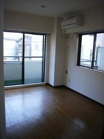 メゾングロアール 201号室