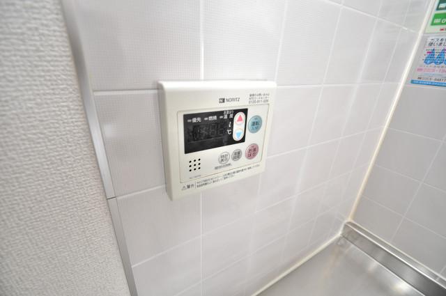 ビオス中小阪 給湯リモコン付。温度調整は指1本、いつでもお好みの温度です。