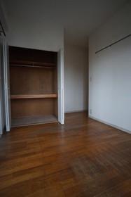 https://image.rentersnet.jp/ab579c3c-5b06-4959-a29d-fb001fce0956_property_picture_1800_large.jpg_cap_洋室