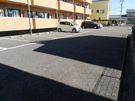 https://image.rentersnet.jp/ab5e298e-6e57-4fe7-9ee0-8266e285a231_property_picture_2988_large.jpg_cap_駐車場