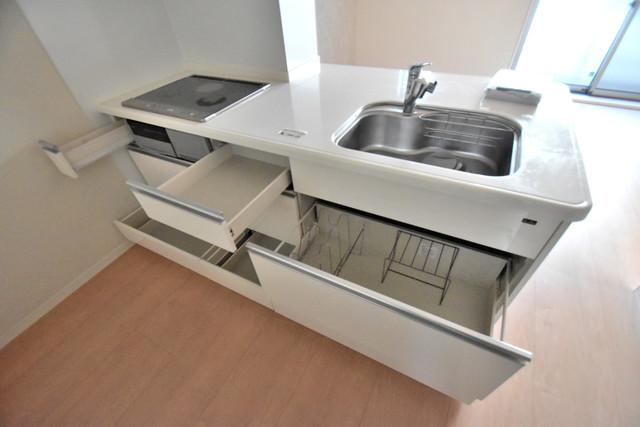 シャーメゾンアマヤハイツ システムキッチンなので広々使えて、お料理もはかどります。