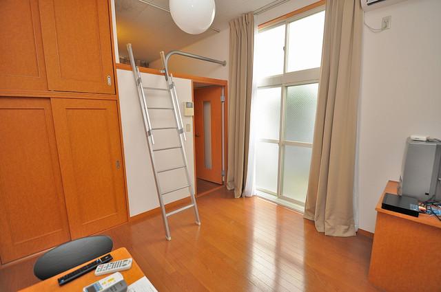 レオパレスフセアジロミナミ 朝には心地よい光が差し込む、このお部屋でお休みください。