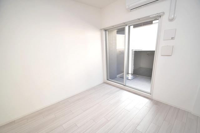 レジュールアッシュOSAKA新深江 陽当りの良いベッドルームは癒される心地良い空間です。