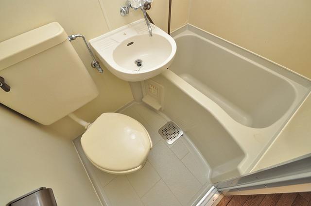 東大阪市小若江3丁目の賃貸マンション シャワー一つで水回りが掃除できて楽チンです