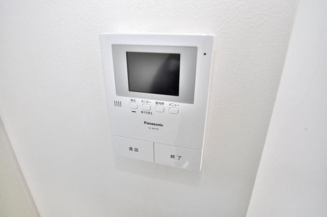 アプローゼ TVモニターホンは必須ですね。扉は誰か確認してから開けて下さいね