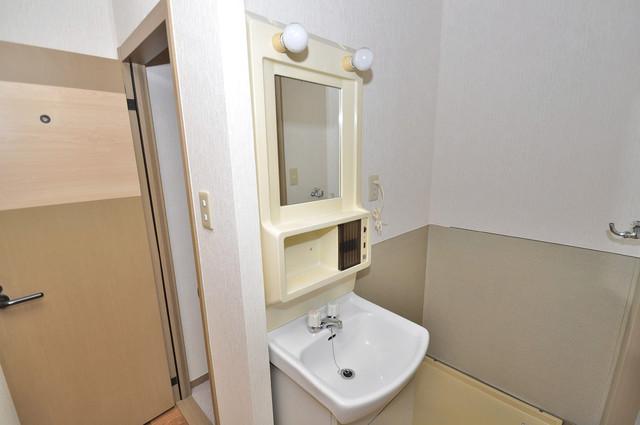サンビレッジ・ラポール 人気の独立洗面所にはうれしいシャンプードレッサー完備です。