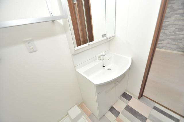 クリエオーレ巽南 人気の独立洗面所にはうれしいシャンプードレッサー完備です。