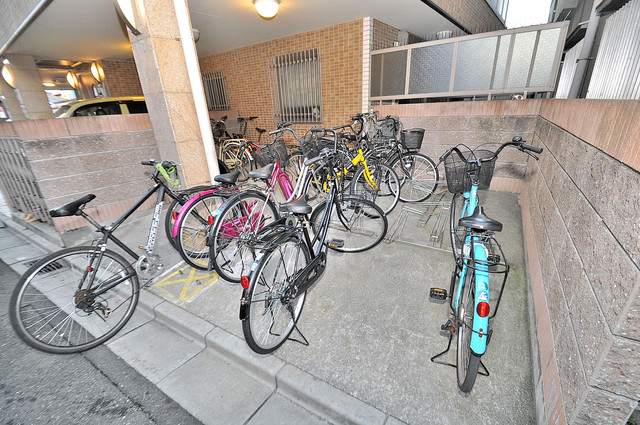 Celeb西上小阪 敷地内には専用の駐輪スペースもあります。