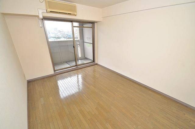 ジオ・グランデ高井田 明るいお部屋はゆったりとしていて、心地よい空間です
