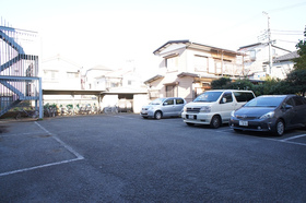 敷地内に駐車場。