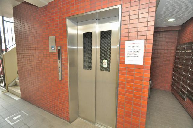 メゾン・ド・ヴィレ 深江 嬉しい事にエレベーターがあります。重い荷物を持っていても安心