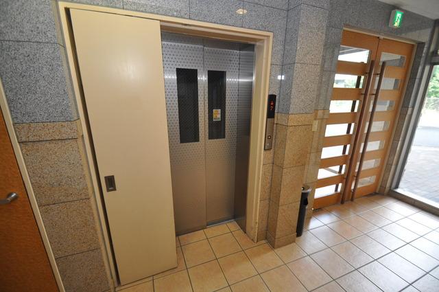 ロータリーマンション長田東 エレベーター付き。これで重たい荷物があっても安心ですね。