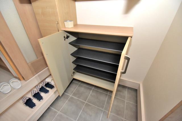 横沼町1-9-12 貸家 玄関には大容量のシューズボックスがありますよ。