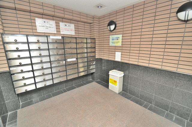 グランシャトレー DAIWA 屋根のあるポストは大切な郵便物を雨から守ってくれます。