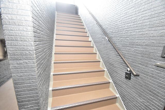 NEXT ONE 2階に伸びていく階段。この建物にはなくてはならないものです。