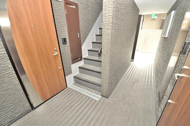 小若江ハイツ 玄関まで伸びる廊下がきれいに片づけられています。