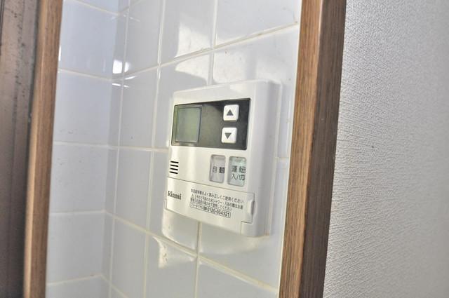 カトル・セゾン 給湯リモコン付。温度調整は指1本、いつでもお好みの温度です。