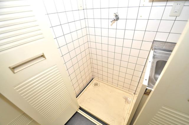 コルナス八戸ノ里 嬉しい室内洗濯機置場。これで洗濯機も長持ちしますね。